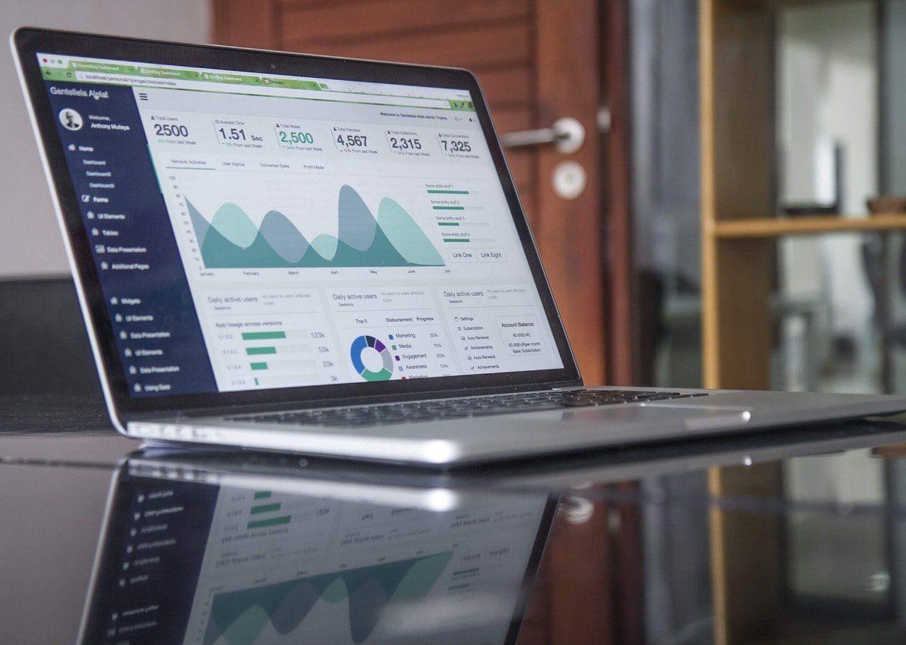 Facebook Analytics vs. Googla Analytics